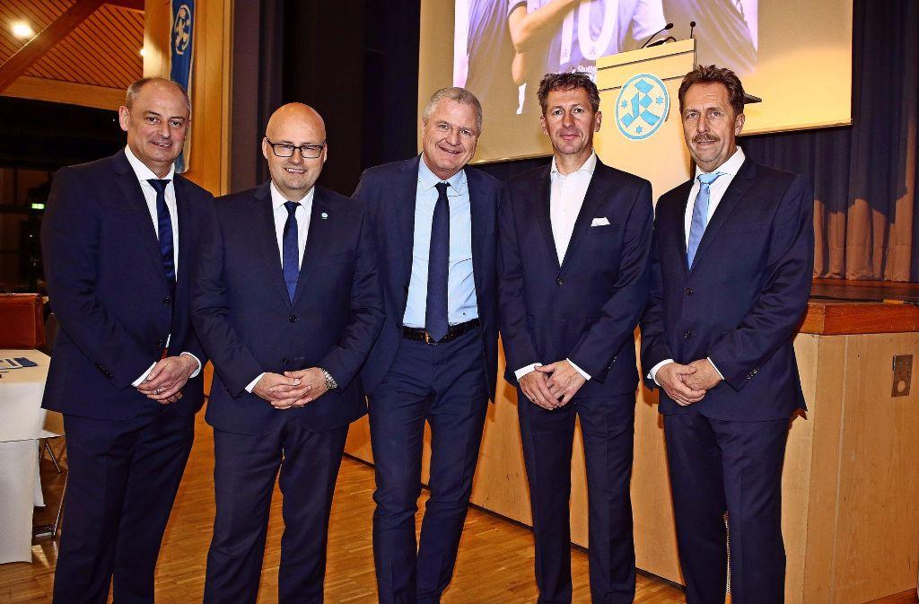 Der neue Sportdirektor der Stuttgarter Kickers Martin Braun (Zweiter von rechts) und das Präsidium des Fußball-Regionalligisten mit  Niko Kleinmann, Ingo Kochsmeier, Präsident Rainer Lorz (von links) und Holger Schäfer (rechts) Foto: Baumann