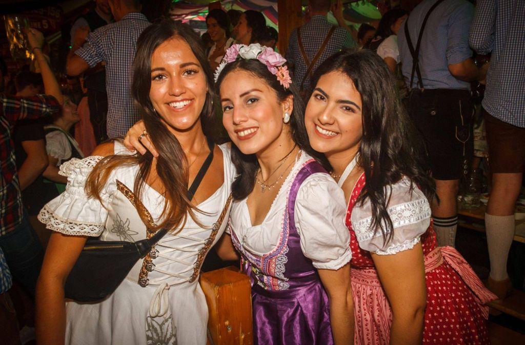 Strahlende Gesichter und Sonnenschein satt sorgen beim Cannstatter Volksfest für ausgelassene Stimmung. Foto: 7aktuell.de/Daniel Boosz