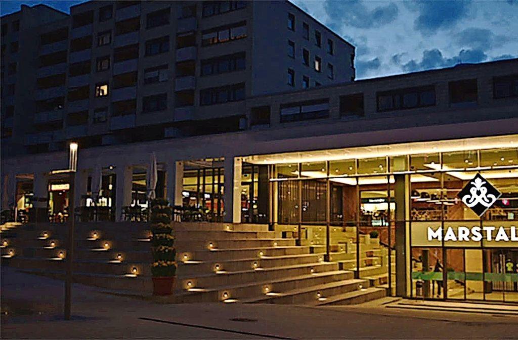 Neues Einkaufszentrum  vor dramatischer  Wolkenkulisse: das Filmstill zeigt das Marstallcenter am Abend vor der Eröffnung. Foto: Wolfgang Kerber