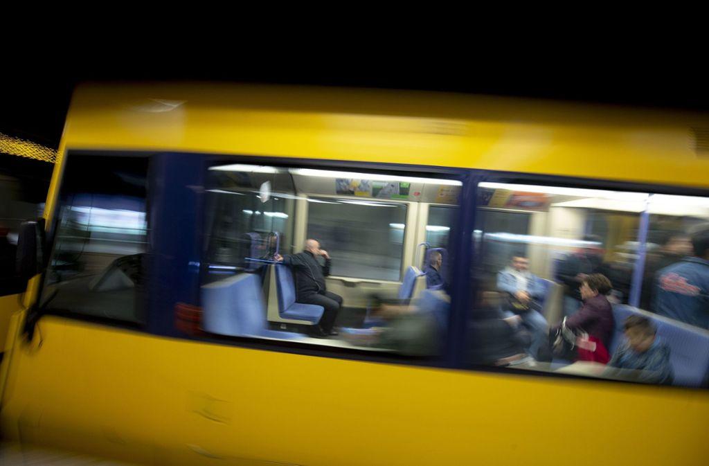 Der Fahrgast stürzte am Donnerstagmorgen in einer Stadtbahn der Linie U7. (Symbolbild) Foto: Lichtgut/Leif Piechowski