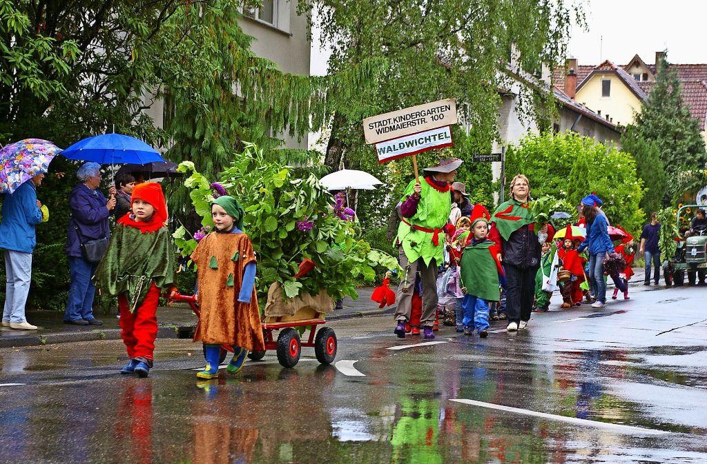 Manchmal hat das Wetter nicht mitgespielt, aber Spaß hat es immer gemacht: der Umzug beim Möhringer Kinderfest. Foto: Archiv Alexandra Kratz