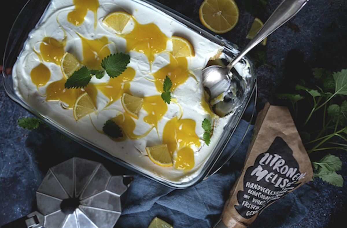 Heute lässt uns Ela Schreiner in ihre Küche schauen. Serviert wird ein sommerliches Zitronen-Tiramisu mit selbstgebackenem Biskuitboden. Foto: Ela Schreiner/Zuckerlöckchen
