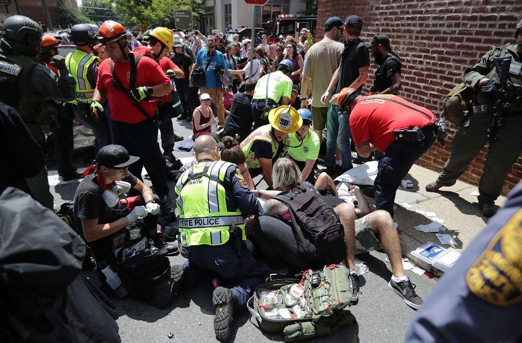 Bei Protesten im US-Staat Virginia ist ein Auto in eine Menschenmenge gerast, mehrere Personen wurden verletzt. Foto: Getty