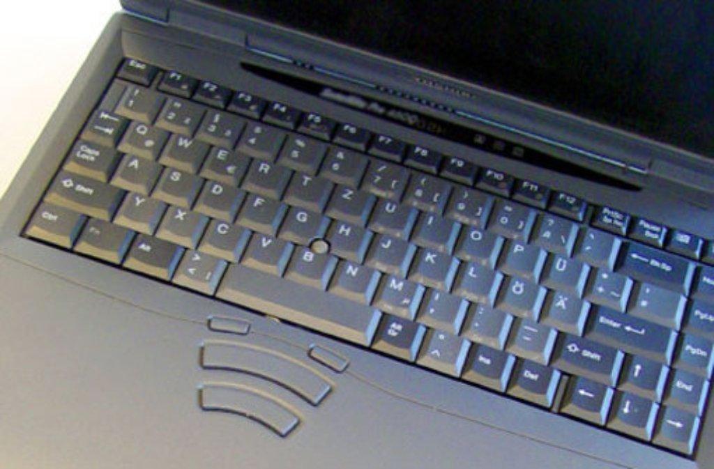 Ein Waiblinger Student lässt am Mittwochmittag seinen Laptop in einem Zug liegen - darauf befindet sich die einzige Version seiner Bachelor-Arbeit. Foto: dpa/Symbolbild