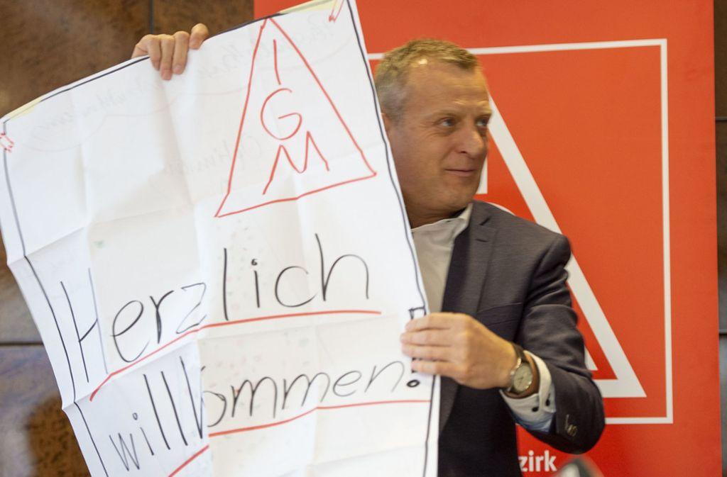 IG-Metall-Bezirksleiter Roman Zitzelsberger lädt zum Protest – die Arbeitgeber sind mit seinem Vorgehen keineswegs einverstanden. Foto: Leif Piechowski/Leif Piechowski