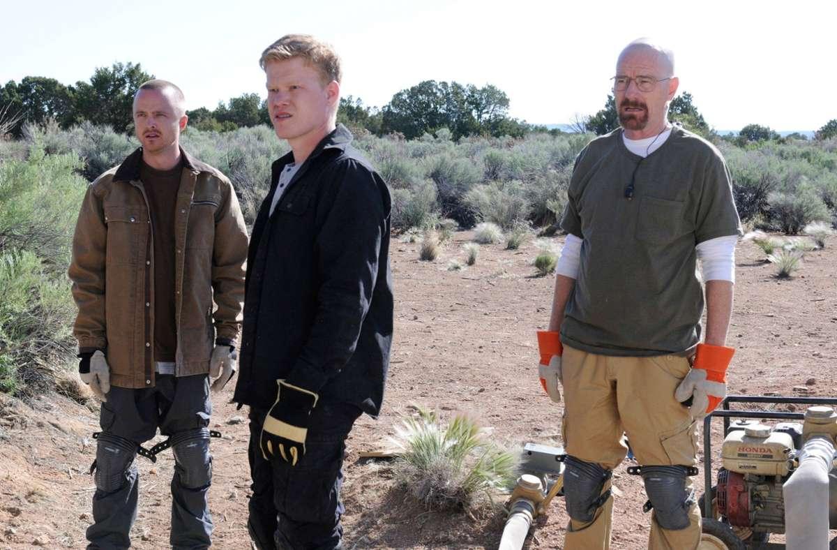 "Jesse Plemons (Mitte) 2012 in der Serie ""Breaking Bad"" mit Aaron Paul (links) und Bryan Cranston. Foto: imago images/Everett Collection/AMC"