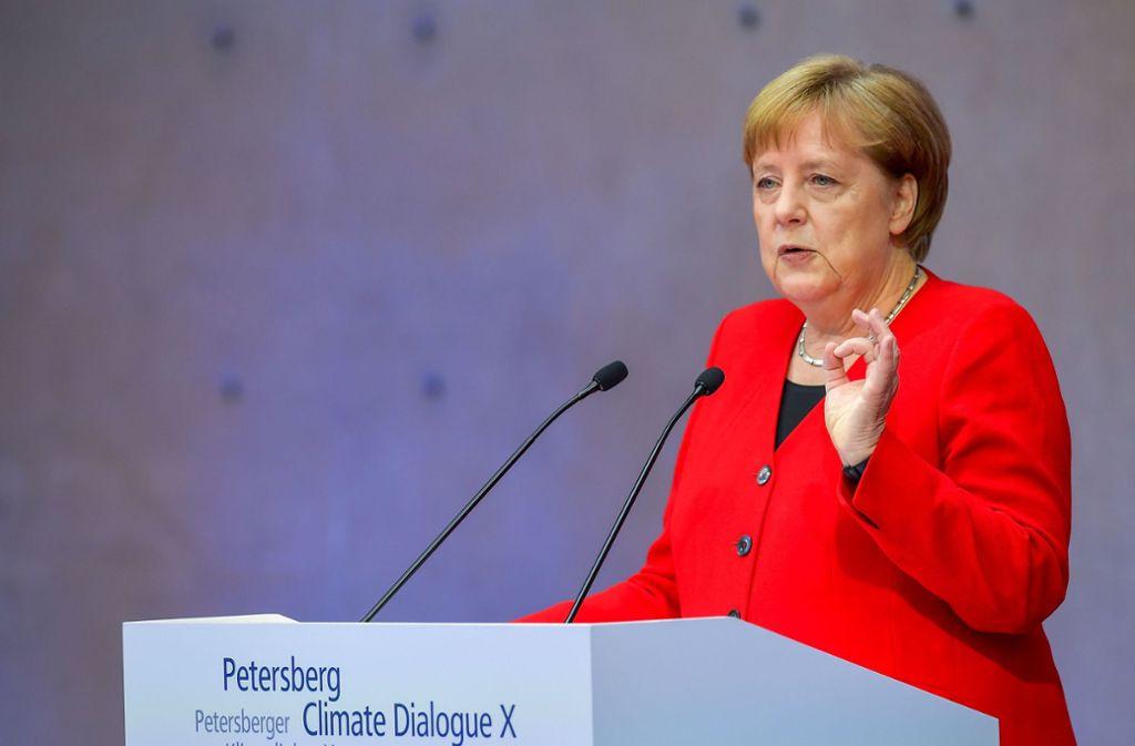 Angela Merkel äußerte sich am Dienstag beim internationalen Petersberger Klimadialog in Berlin Foto: AFP
