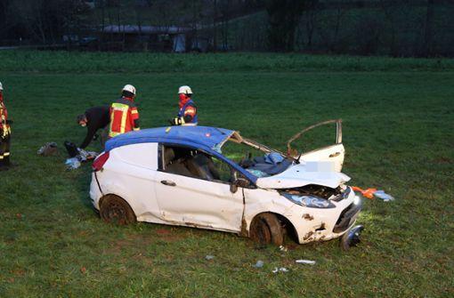 Auto überschlägt sich – 24-Jähriger ringt mit dem Tod