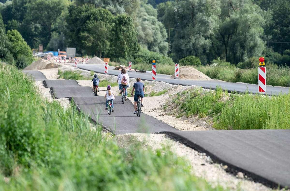 Kein Planungsfehler – es hat einen Grund, warum dieser Radweg so wellig ist. Foto: dpa/Matthias Balk