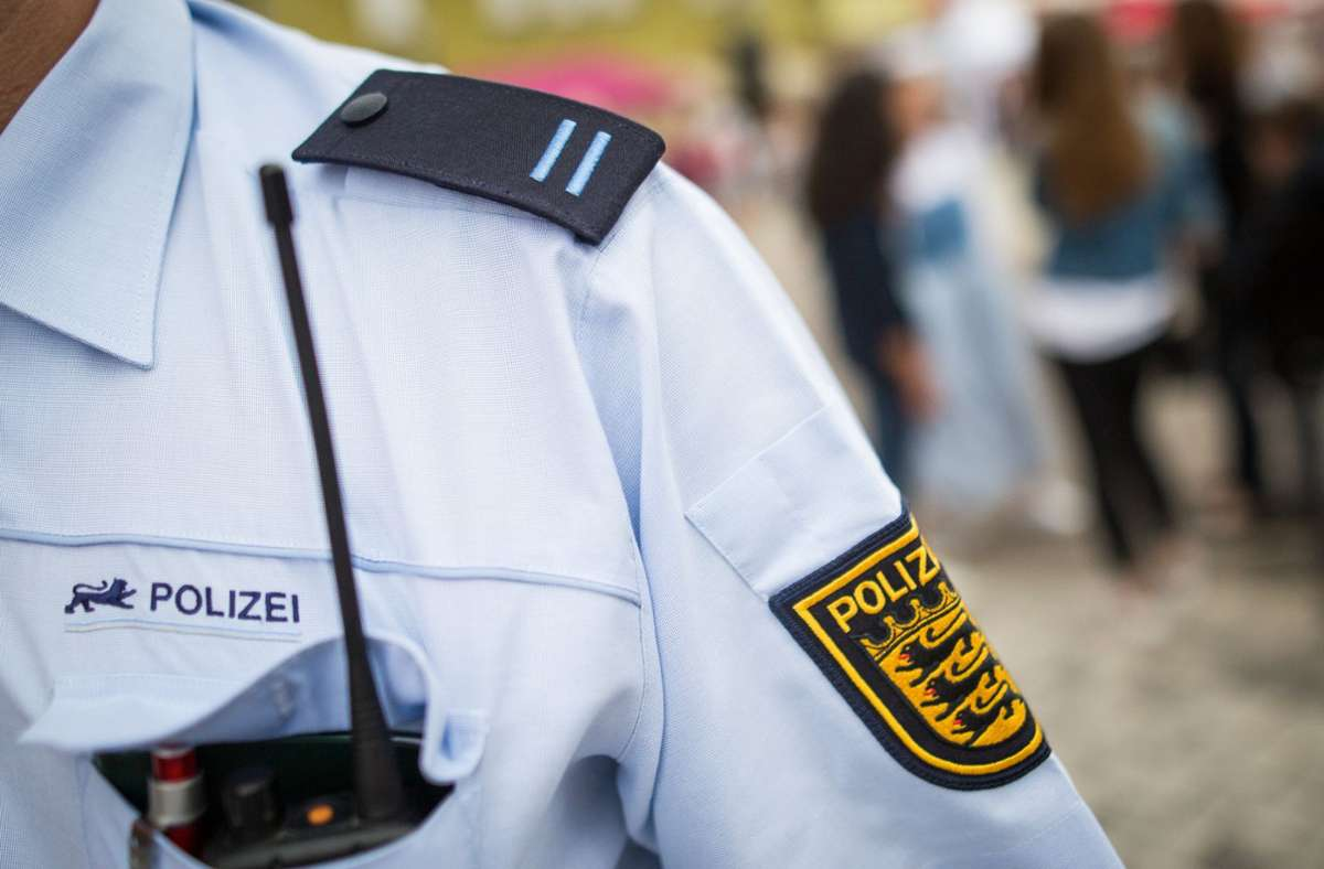 Der Freiwillige Polizeidienst ist an den beiden Streifen auf seiner Schulterklappe erkennbar. Foto: dpa/Christoph Schmidt