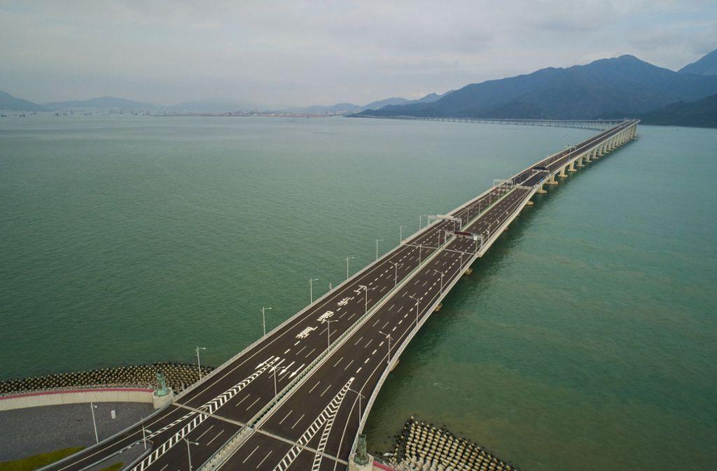 Blick auf die Hongkong-Zhuhai-Macau-Brücke, die längste Seebrücke der Welt. Foto: XinHua