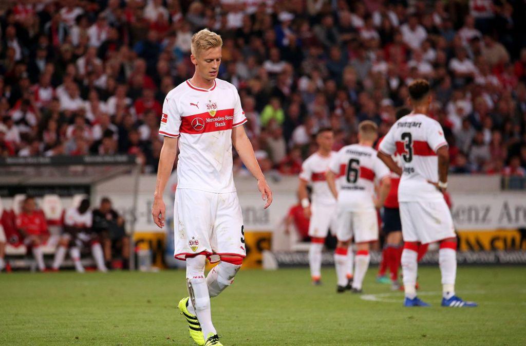 Sind die Auftakt-Niederlagen des VfB Stuttgart in der Bundesliga wirklich ein Grund, den Kopf hängen zu lassen? Foto: Pressefoto Baumann