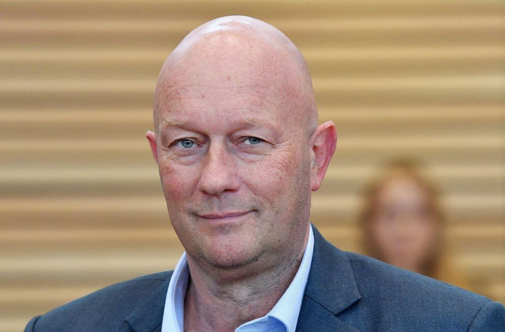 Der neue thüringische Ministerpräsident Thomas Kemmerich (FDP) tritt nach 25 Stunden im Amt zurück. (FDP) Foto: dpa/Martin Schutt