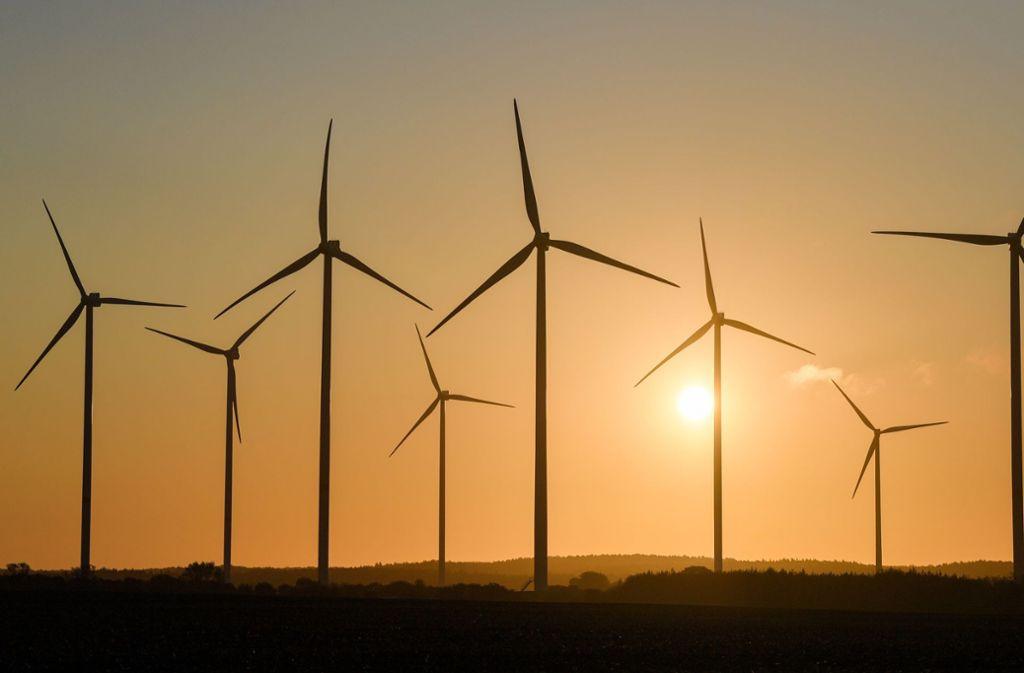 Vor allem der Ausbau der Windenergie hake noch. (Symbolbild) Foto: dpa/Patrick Pleul
