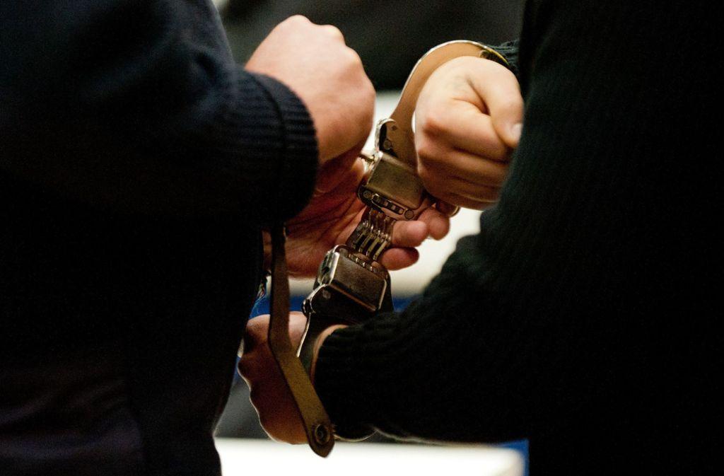 Der Angeklagte muss für mehrere Jahre hinter Gitter. Foto: dpa/Marijan Murat
