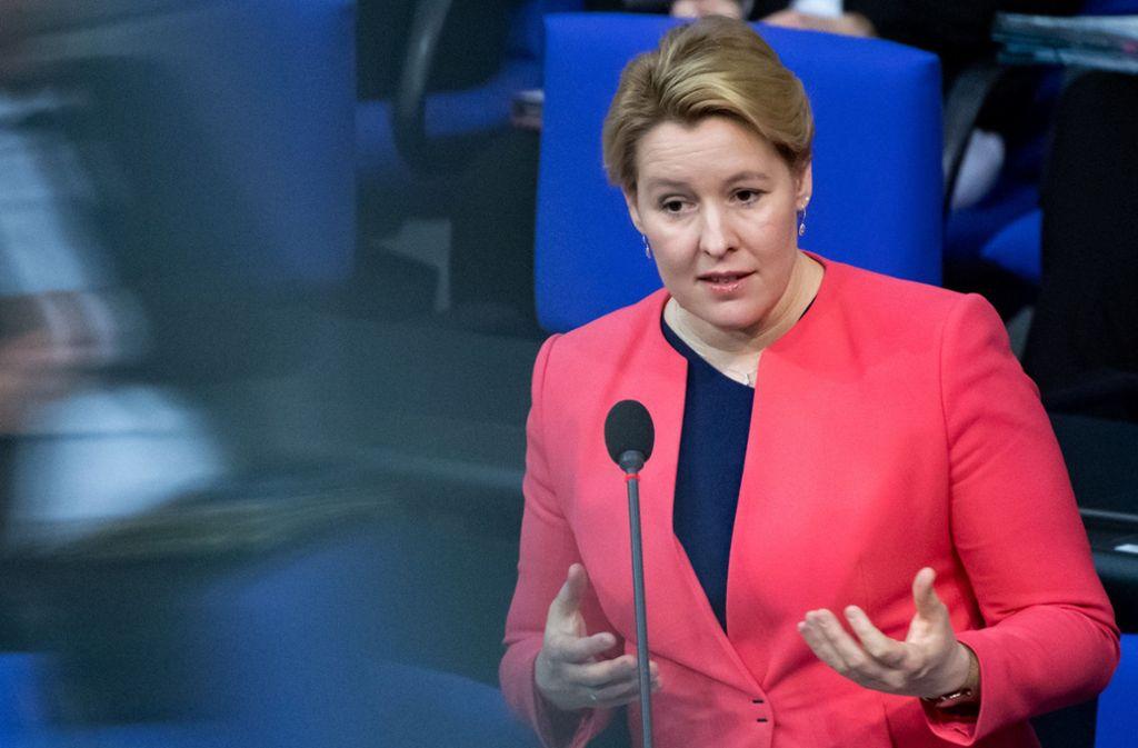 Bundesfamilienministerin Franziska Giffey will Familien in Not helfen. (Archivbild) Foto: dpa/Bernd von Jutrczenka