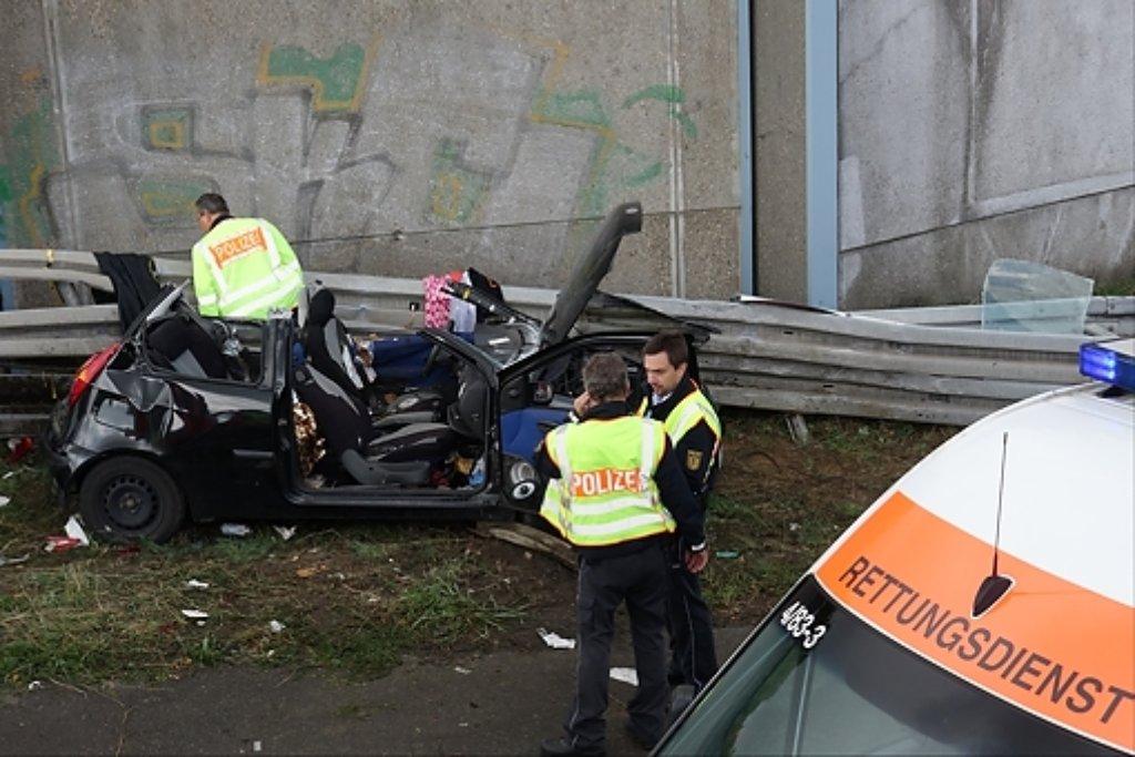 Ein 18-jähriger Autofahrer muss am Sonntag bei einem Unfall auf der A8 bei Weilheim an der Teck sein Leben lassen. Foto: www.7aktull.de | Oskar Eyb