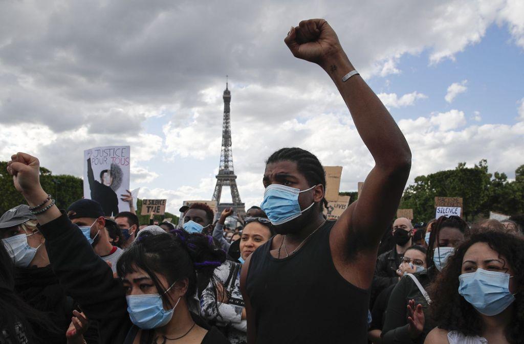 Auch in Paris haben in diesen Tagen tausende Menschen gegen Rassismus und Polizeigewalt demonstriert. Foto: AP/Francois Mori