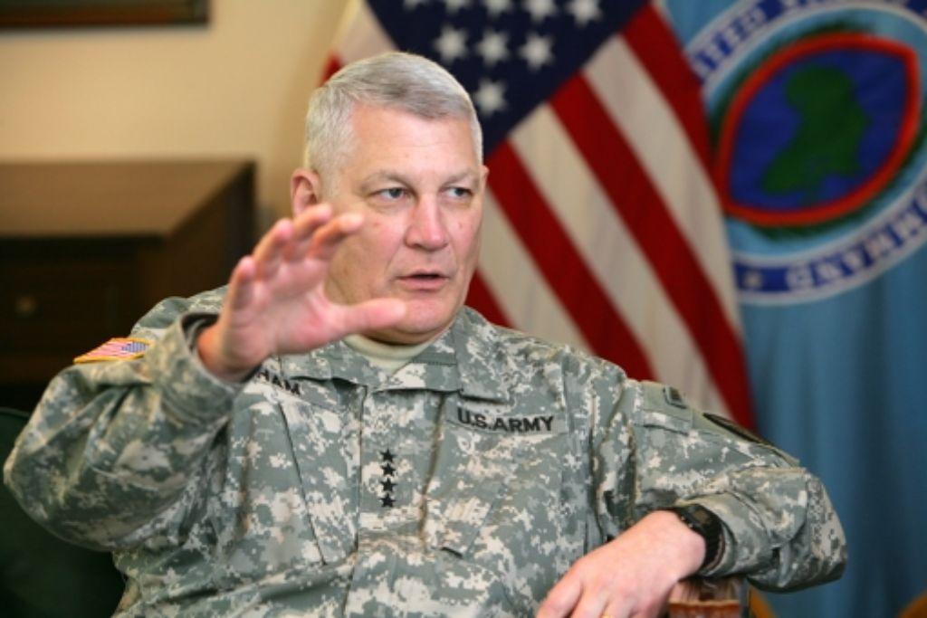 General Carter Ham beim Interview in den Kelley Barracks. Foto: Achim Zweygarth