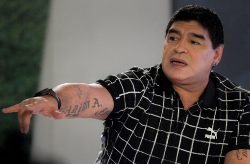 Diego Armando Maradona mit aufgespritzten Lippen bei seiner TV-Show De Zurda im venezuelanischen Fernsehen. Foto: EFE