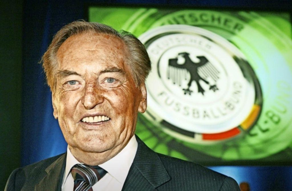 Gerhard Mayer-Vorfelder ist im Alter von 82 Jahren gestorben. In der Bilderstrecke werfen wir einen Blick auf die Karriere des CDU-Politikers und Sportfunktionärs. Foto: dpa