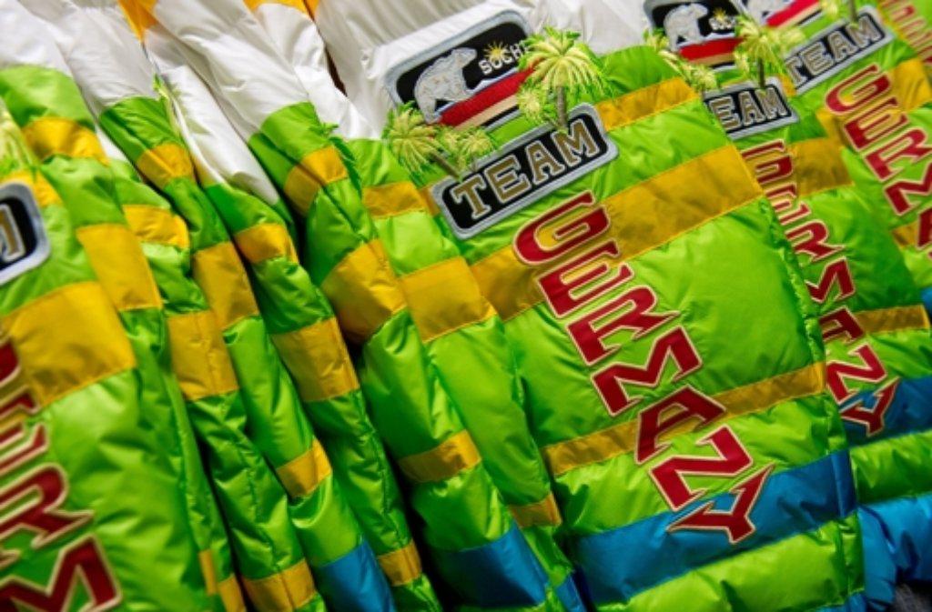 152 deutsche Athletinnen und Athleten dürfen sich die bunten Jacken mit dem Logo Sotschi-Team-Germany überziehen. Foto: dpa