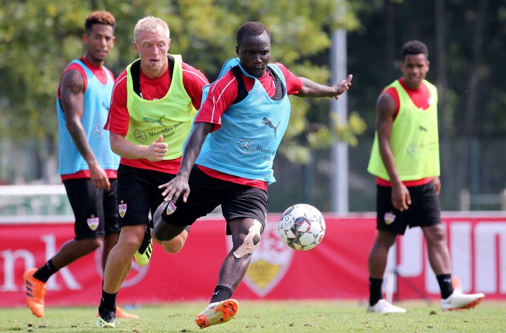 Chadrac  Akolo  (vorne) versucht, sich im Training anzubieten. Foto: Baumann