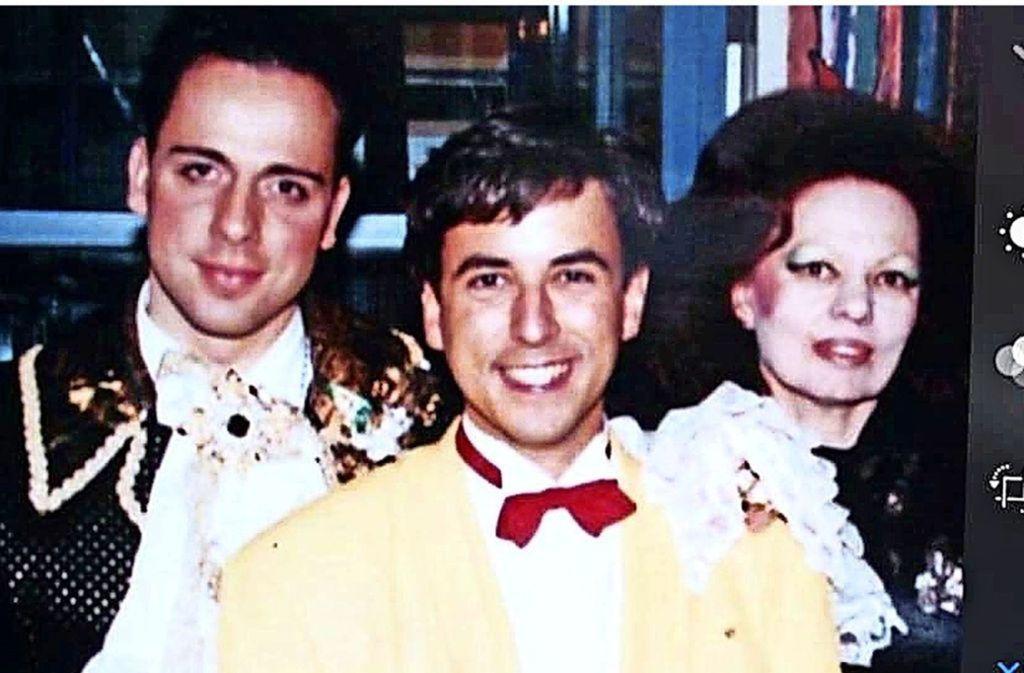 Kings-Club-Chefin Laura Halding-Hoppenheit im Jahr 1994 mit Designer Harald Glööckler (links) und Fernsehjournalist Markus Frank. Foto: Frank