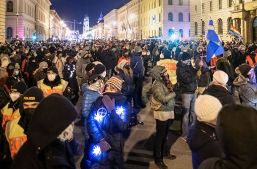 Hunderte Menschen demonstrieren in München