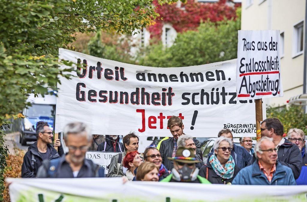 Für das Diesel-Fahrverbot hatte am Montag die Bürgerinitiative Neckartor zu einer Demonstration vor dem Staatsministerium aufgerufen. Foto: Lichtgut/Julian Rettig