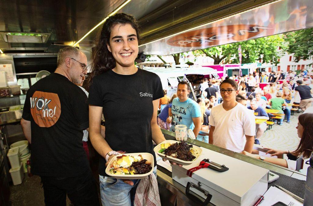 Die Gäste sind in Esslingen aus  zehn Foodtrucks und zwei Zelten mit Speisen versorgt worden. Foto: