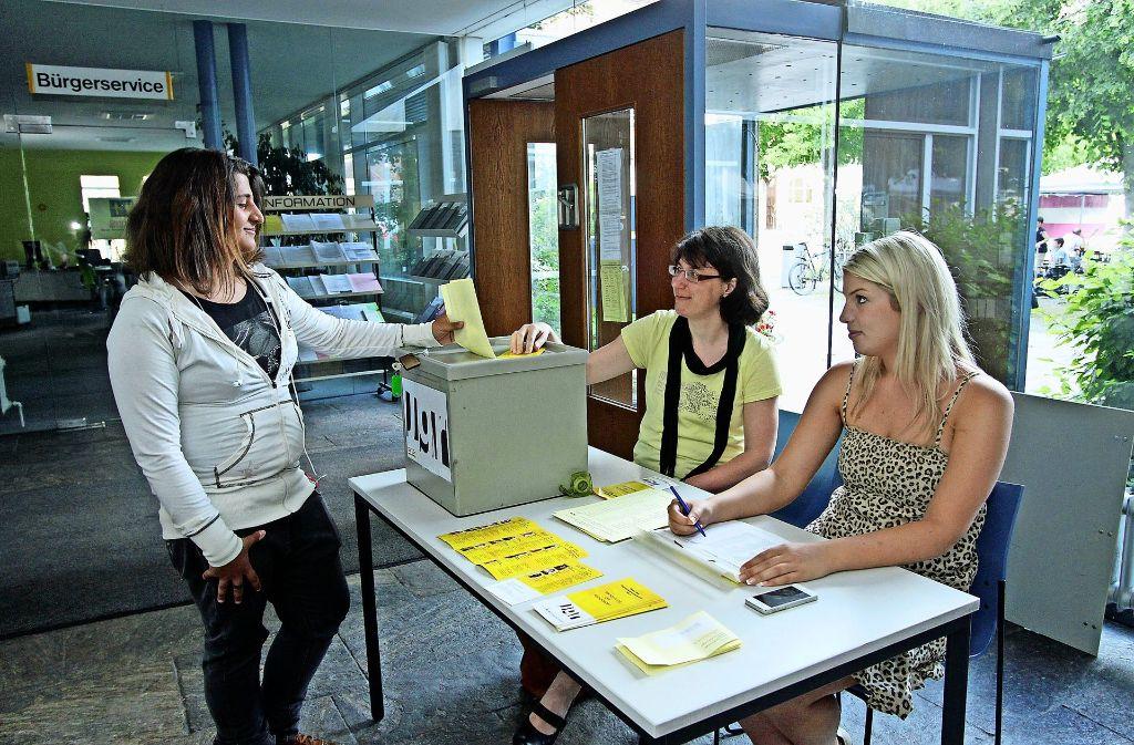 Stimmabgabe bei der Wahl des Jugendgemeinderats im Jahr 2013. Foto: factum/Archiv