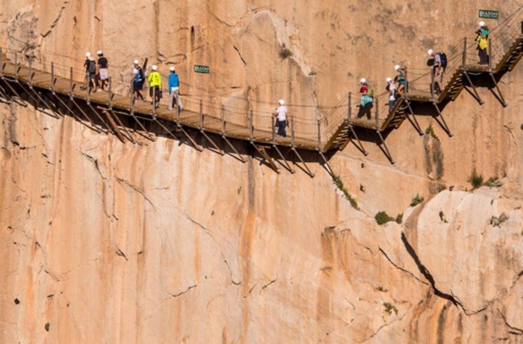 In schwindelerregender Höhe schmiegt sich auch der neue Caminito del Rey an die Steilwand. Foto: Getty Images Europe