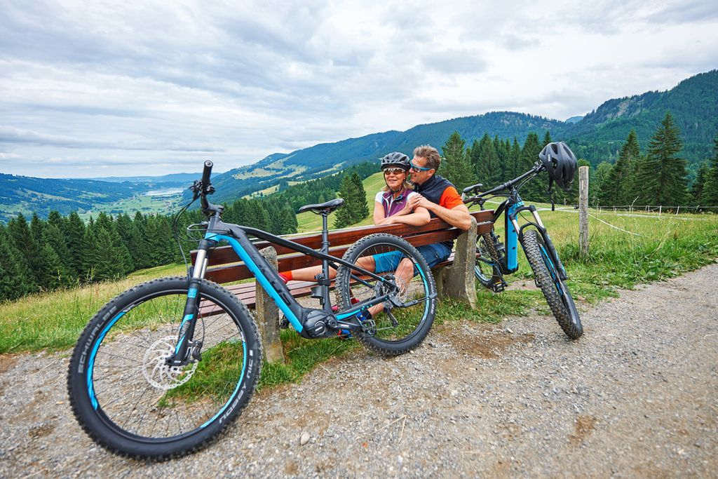 Genuss-Radfahren im Allgäu - ab auf den Sattel und die einzigartige Landschaft entdecken! Foto: Oberstaufen Tourismus