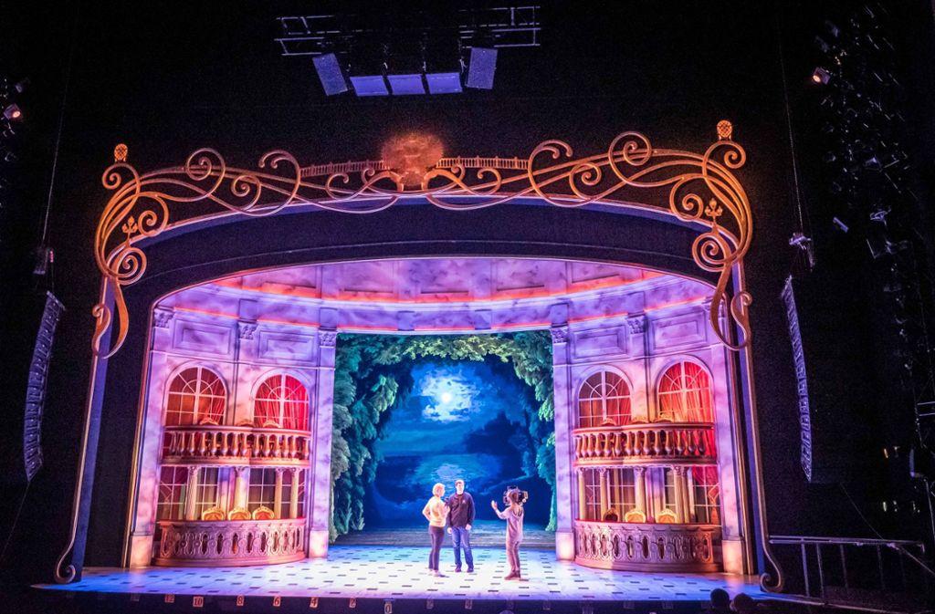 Die Bühne für das Musical Anastasia, das bald in Stuttgart gezeigt wird. Foto: Lichtgut/Achim Zweygarth