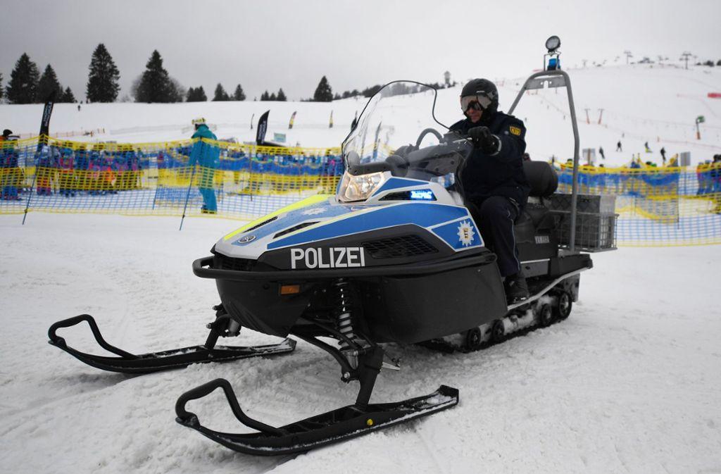 Ihr Einsatzgebiet ist zugleich ein Skigebiet. Foto: dpa