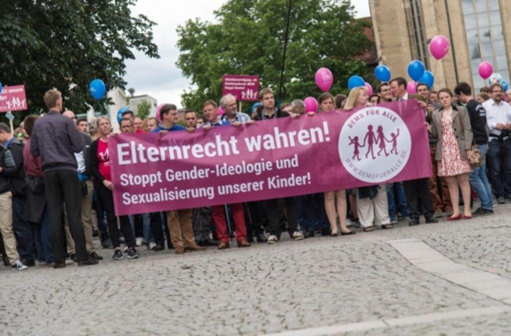 """Das Bündnis """"Demo für alle"""" hat schon mehrfach in Stuttgart demonstriert. Nun trifft es sich in der Liederhalle, was Kritiker auf den Plan rief. Foto: dpa"""