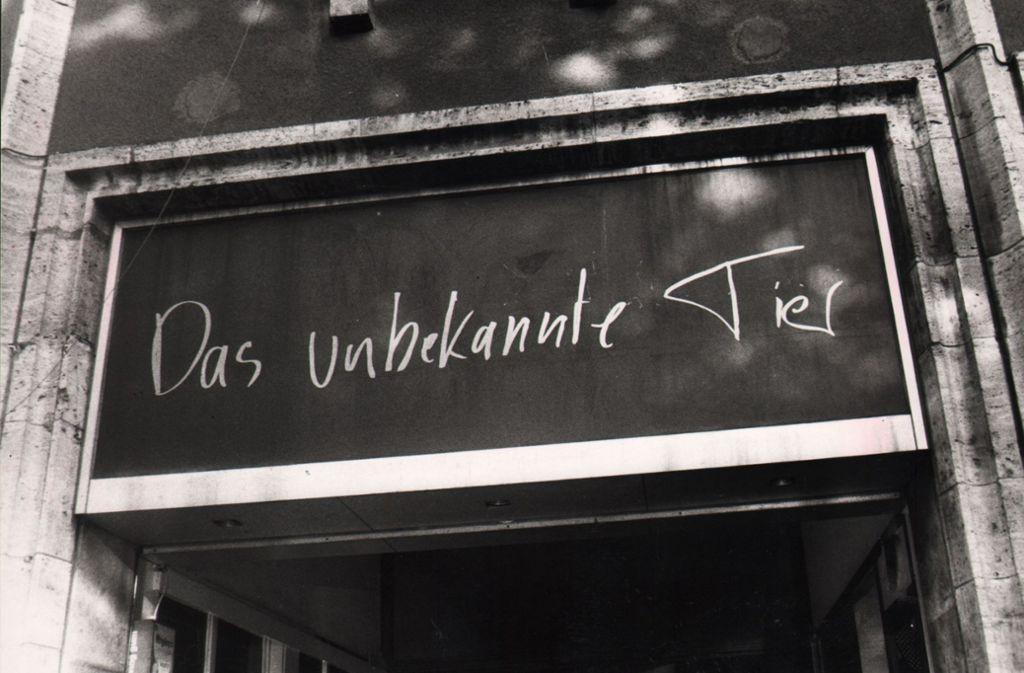 Clubs kommen und gehen – manche werden schnell vergessen, andere nicht: Vor etwas über 20 Jahren wurde im Unbekannten Tier an der Ecke Lautenschlager-/Bolzstraße das letzte Mal gefeiert. 1990, als der Club eröffnete, hatte die Theo den Charme einer x-beliebigen Bundesstraße und der Hans-im-Glück-Brunnen war nachts so belebt wie Stuttgart-Rohr. Vielleicht auch deswegen weckt der Club bei einer ganzen Feier-Generation noch heute Nostalgie-Gefühle. Foto: Uli Kraufmann