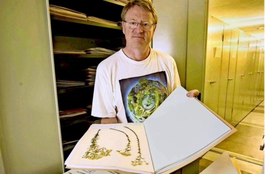 Der Forscher Arno Wörz kennt die Pflanzen des Landes bestens. Foto: Michael Steinert
