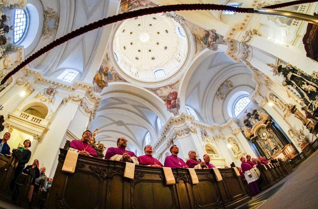Bei einem Gottesdienst zur Vollversammlung: Deutschlands katholische Bischöfe in Fulda Foto: dpa/Frank Rumpenhorst