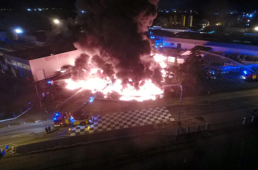 Verletzt wurde bei dem Feuer auf einem Firmengelände niemand. Foto: dpa