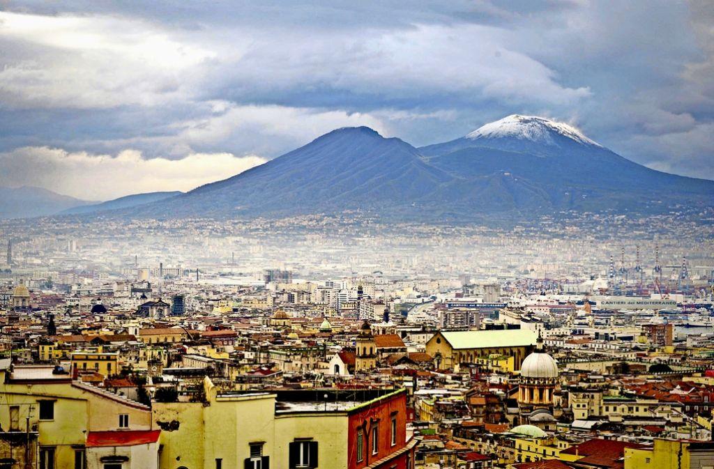 Hinter der Schönheit Neapels lauert eine finster engstirnige Welt voller Gewalt. Foto: dpa