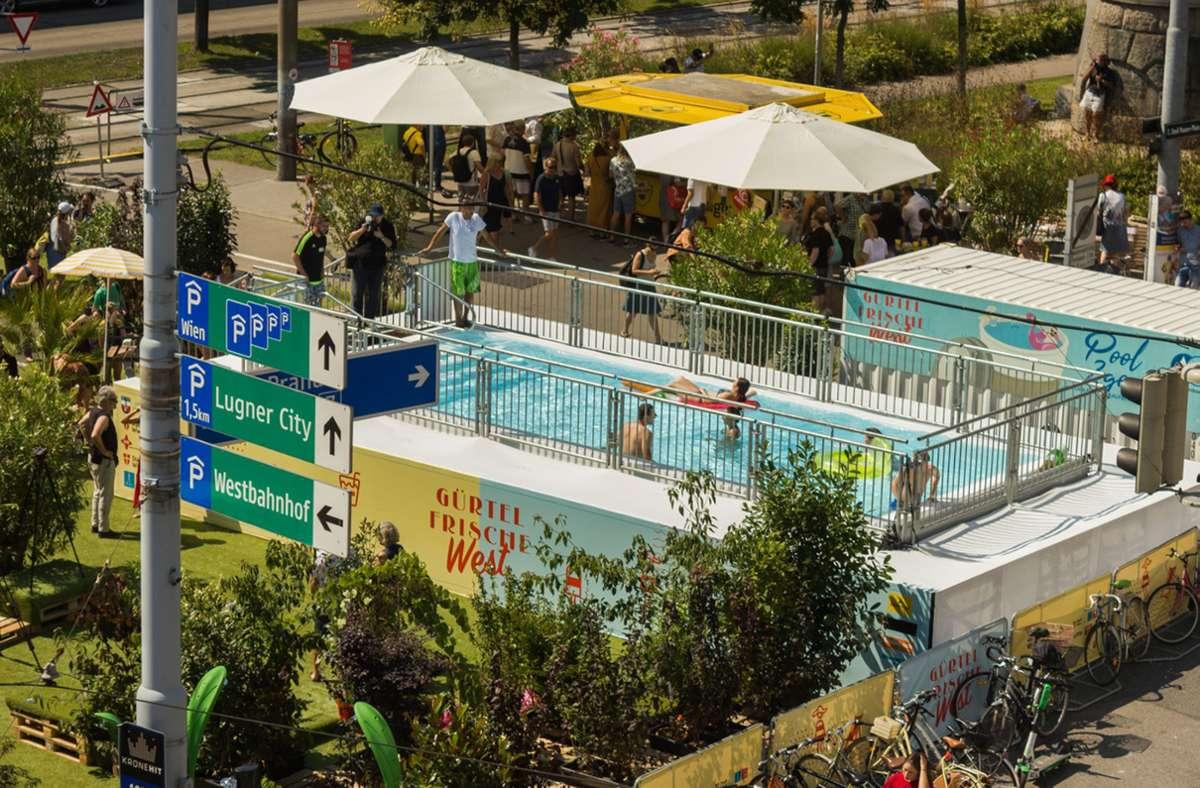 Neben dem 33 Quadratmeter großen Swimmingpool gibt es auch eine Bühne. Foto: artvan/kurt van der vloedt
