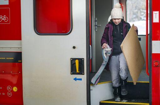 Klimaaktivistin reist mit dem Zug nach Davos