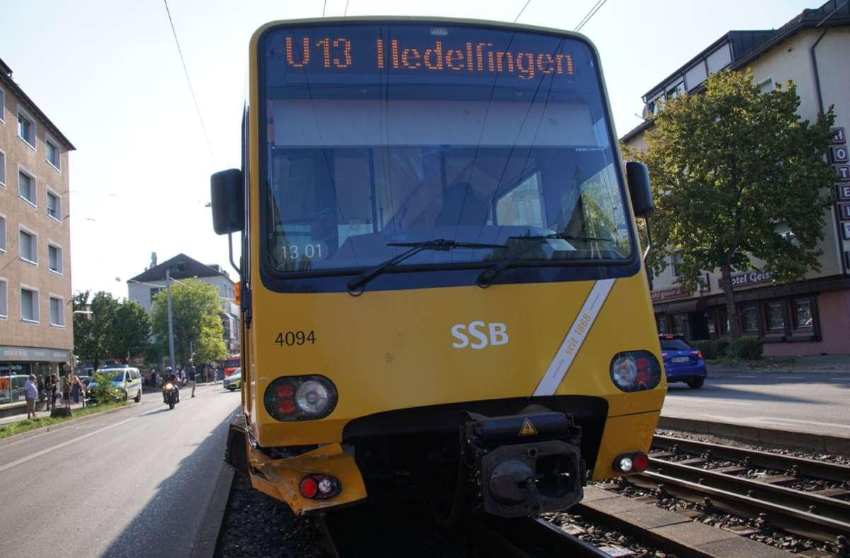 Der Autofahrer stieß mit einer Stadtbahn der Linie U13 zusammen. (Symbolbild) Foto: SDMG/SDMG / Werner