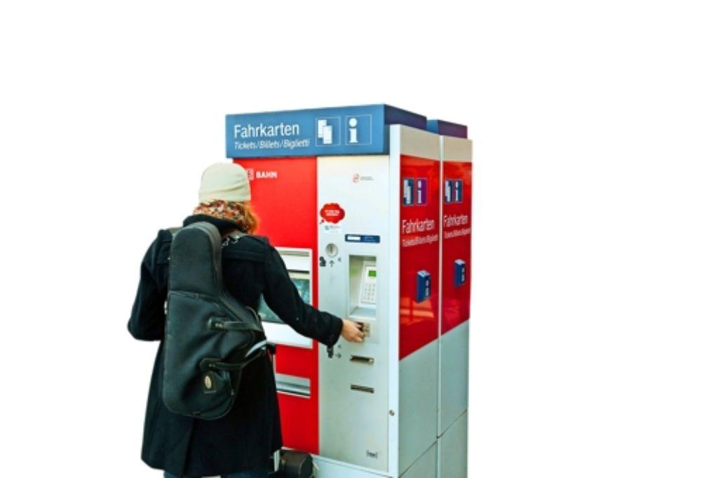 Das kann teuer werden: nicht alle können sich die VVS-Tickets leisten. Foto: dpa