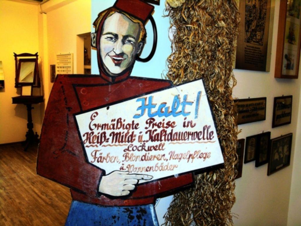 Immer hereinspaziert: Ab 7. Januar wartet das Friseurmuseum auf Besucher. Foto: Bäßler