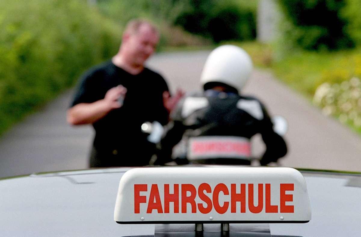 Der 29-Jährige absolvierte seine Fahrprüfung, als er vom Motorrad stürzte. (Symbolbild) Foto: imago/JOKER/imago stock&people