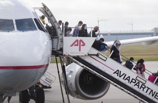 Flugzeug mit 150 minderjährigen Migranten in Hannover gelandet
