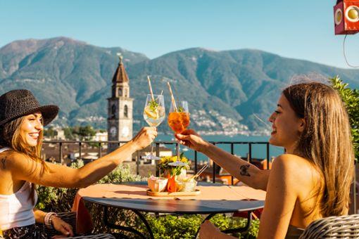 Auf den Urlaub in der Schweiz! Nicht nur die hier abgebildete Altstadt von Ascona sind lohnenswerte Ziele im deutschen Nachbarland.